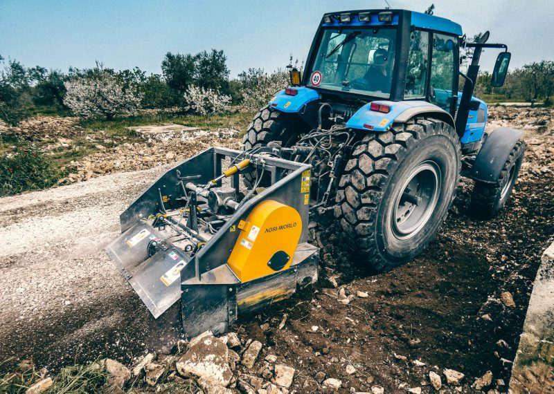 second-hand-stones-crusher-usato-agriworld-trattore-frantumatrice-sassi-italy